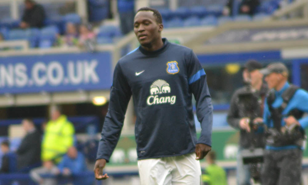 Transfer News: Chelsea and Manchester United fight for Romelu Lukaku
